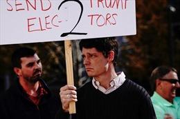 Người ủng hộ Tổng thống Trump buồn bã, hụt hẫng sau kết quả bầu cử