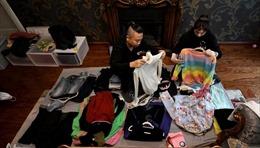 Kiếm bộn tiền nhờ nghề xếp quần áo cho giới nhà giàu