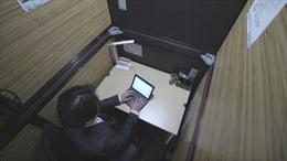 Cận cảnh 'văn phòng con nhộng' tại Nhật Bản trong dịch COVID-19