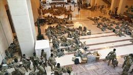 Cảnh tượng chưa từng có: Hàng trăm Vệ binh Mỹ ngủ la liệt tại sảnh Quốc hội