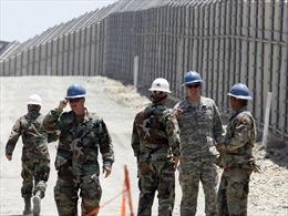 Binh sĩ Mỹ duy trì hoạt động, thiết lập 'hàng rào số' tại biên giới Mexico