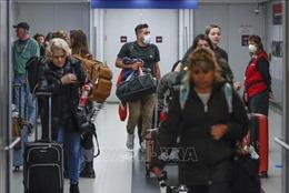 Sợ biến thể COVID mới, Mỹ cấm nhập cảnh từ Nam Phi