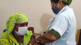 Bangladesh tiêm vaccine COVID-19 cho người bán dâm tại nhà thổ lớn nhất