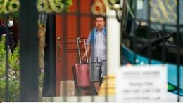Hình ảnh các nhà ngoại giao Triều Tiên dọn hành lý rời khỏi Malaysia