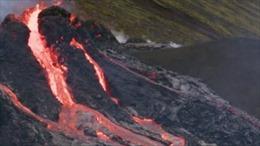 Cận cảnh núi lửa Iceland phun trào dung nham dữ dội