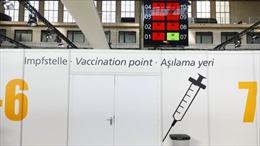 Làn sóng người Mỹ tại châu Âu tìm đường về quê nhà để tiêm vaccine COVID-19