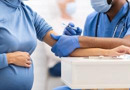 Trung Quốc khuyến cáo phụ nữ không cần trì hoãn việc mang thai vì tiêm vaccine COVID-19