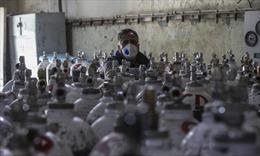 Bác sĩ Ấn Độ cảnh báo tình trạng người dân tích trữ oxy, thuốc men