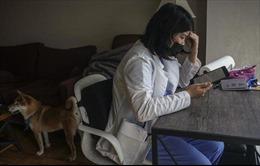 Nỗi sợ hãi của các nhân viên y tế gốc Á tại Mỹ trong đại dịch COVID-19