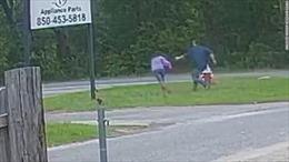 Nữ sinh 11 tuổi tự mình thoát khỏi kẻ bắt cóc cầm dao