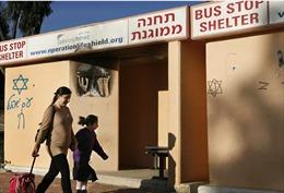 Không đủ chỗ trú ẩn, 1/3 dân Israel sống trong sợ hãi trước 'mưa rocket'