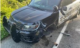 Ô tô Tesla ở chế độ lái tự động đâm trúng xe cảnh sát đỗ ven đường