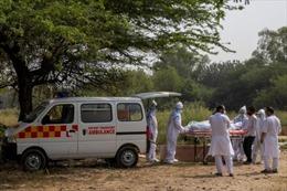 Nỗi ám ảnh của những lái xe cứu thương Ấn Độ trong làn sóng COVID-19