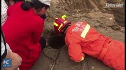 10 tiếng nghẹt thở cứu bé 2 tuổi dưới giếng sâu 15m