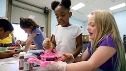 Trẻ em Mỹ tới trường học hè sau khi tiêm vaccine COVID-19