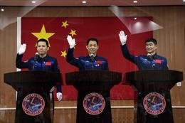 Trung Quốc đưa đội phi hành gia đầu tiên lên mô-đun trạm vũ trụ mới