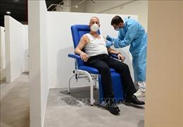 Italy ưu tiên tiêm vaccine của hãng AstraZeneca cho người cao tuổi