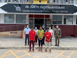 Tích cực hỗ trợ 5 ngư dân Việt Nam bị nạn trong vụ chìm tàu cá