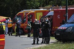 Vụ đâm dao nhằm vào cảnh sát ở Pháp: Nghi phạm đã bị 'cực đoan hóa' trong thời gian ngồi tù