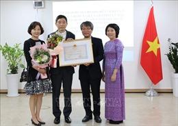 Trao tặngHuân chương Hữu nghị cho cựu Đại sứ Hàn Quốc tại Việt Nam Lee Huyk