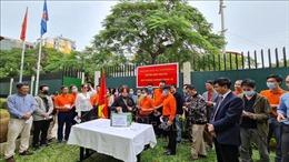 Người Việt tại Mozambique ủng hộ Quỹ phòng chống dịch COVID-19 của quê hương