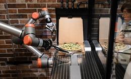 Độc đáo cửa hàng pizza chỉ toàn robot phục vụ