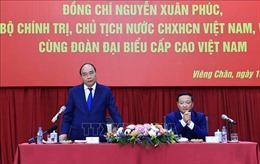 Chủ tịch nước Nguyễn Xuân Phúc gặp đại diện cộng đồng và doanh nghiệp Việt Nam tại Lào