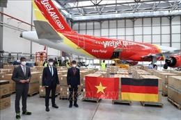 Vận chuyển 10 tấn hàng viện trợ của bạn bè Đức và cộng đồng người Việt về Việt Nam