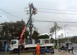 Bình Định: Cấp lại điện cho khách hàng sau sự cố lưới điện do ảnh hưởng bão số 6