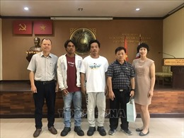 Đại sứ quán Việt Nam tại Thái Lan tiếp nhận hai ngư dân được tàu Irene cứu