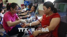 Hành trình Đỏ 2018: Bất chấp nắng nóng gay gắt người dân vẫn nhiệt tình đi hiến máu