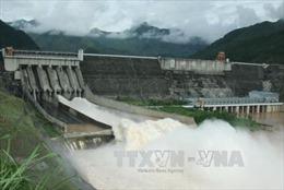 Thủy điện Sơn La mở 1 cửa xả đáy