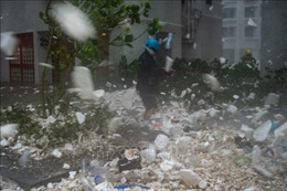 Mưa lớn do bão Mangkhut tiếp tục 'càn quét' các tỉnh miền Nam Trung Quốc