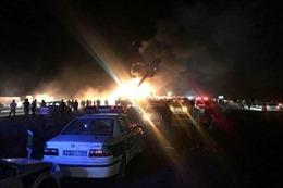 Xe bồn chở xăng tông xe buýt gây nổ lớn, ít nhất 21 người thiệt mạng