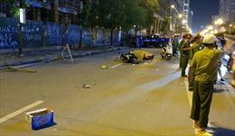 Hà Nội: Khung sắt từ cao ốc rơi xuống đường Lê Văn Lương, hai người thương vong