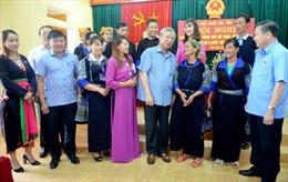 Đồng chí Trần Quốc Vượng tiếp xúc cử tri tại Mù Cang Chải