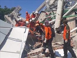 Động đất, sóng thần tại Indonesia: Chôn cất tập thể các nạn nhân để ngăn dịch bệnh bùng phát