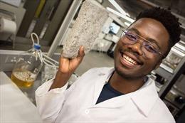 Sản xuất gạch sinh học từ... nước tiểu