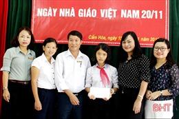 Hà Tĩnh khen thưởng học trò nghèo nhặt được 30 triệu đồng tìm người trả lại