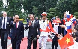 Lễ đón Thủ tướng Liên bang Nga Dmitry Medvedev thăm chính thức Việt Nam