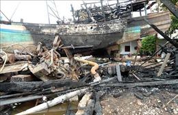 Đang sửa chữa ở cảng cá Trần Đề, hai tàu cá bất ngờ bốc cháy