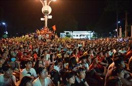 Người hâm mộ hân hoan, hy vọng vào trận chung kết lượt về giữa Việt Nam - Malaysia