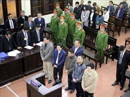Bác sỹ Hoàng Công Lương vắng mặt, hoãn xét xử vụ tai biến chạy thận làm 9 người tử vong