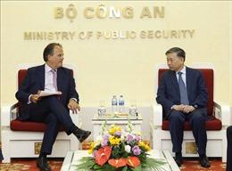 Bộ trưởng Tô Lâm tiếp Quốc vụ khanh Bộ Ngoại giao Liên hiệp Vương quốc Anh và Bắc Ai-len
