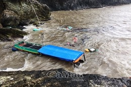 Ảnh hưởng của bão số 1: Hỗ trợ nhân dân trục vớt lồng bè, phương tiện bị chìm