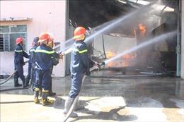 Cháy lớn tại công ty sản xuất gỗ, thiệt hại hàng tỷ đồng