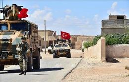 Thổ Nhĩ Kỳ tiếp tục đưa xe tăng và thiết giáp tới biên giới với Syria