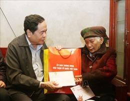Chủ tịch Mặt trận Tổ quốc Việt Nam thăm, tặng quà gia đình chính sách tại Thái Nguyên