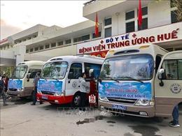BV Trung ương Huế tổ chức 'Chuyến xe yêu thương' đưa bệnh nhân về quê đón Tết