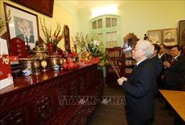 Tổng Bí thư, Chủ tịch nước Nguyễn Phú Trọng thắp hương tưởng niệm nguyên Tổng Bí thư Lê Duẩn, Trường Chinh